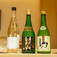 日本酒は12種類から15種類の飲み頃の日本酒を用意。現在提供しているお酒がなくなり次第、新たな日本酒を入れ替わりで提供。その時期おいしいさまざまな銘柄との出合いも楽しめます。