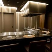 鉄板カウンター付きのプライベートな個室