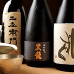 日本各地の受賞作から、新進気鋭の酒蔵による幻の酒まで、入手困難なものも含めて希少な日本酒も充実。鮮度にこだわり、品質管理しやすい4合瓶主体揃っています。甘口辛口、端正なキレなどオススメを尋ねてみて。