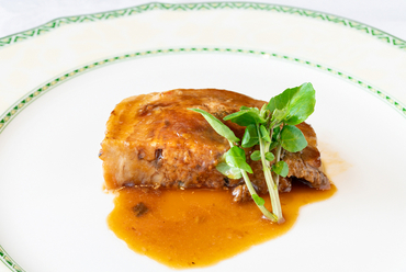 肉の良さ・おいしさがそのままに伝わるイタリアの家庭料理『あぐー豚バラ肉のインボルティーニ』