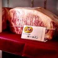 400年の歴史を持つ近江牛は、日本三大和牛の一つとされる高級ブランド和牛。きめ細かい肉質と、甘く口の中でとろける脂がたまらないおいしさです。中でも特に質の高い「A5ランク特選」の牛肉を取り扱っています。