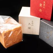 静岡の名店【ブーランジェリー ランプ パティスリー シオン】とのコラボレーションにより誕生した3種の食パンが食べ放題。湯種製法で仕上げたこだわり食パンは毎日焼き立てが届き、店頭での販売もあります。