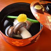 あっさり出汁を合わせることで、旬のズワイガニの甘みを引き立てる冬のある日の『お椀』