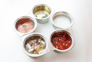5種類のスープで味わう本格的な『火鍋』が店の看板メニュー