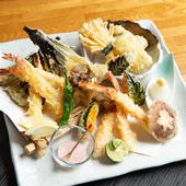 季節の野菜や新鮮な魚介を天ぷらで『天ぷら盛り合わせ』