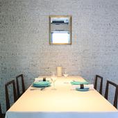 シンプルで落ち着いた雰囲気の個室は、接待や記念日に最適
