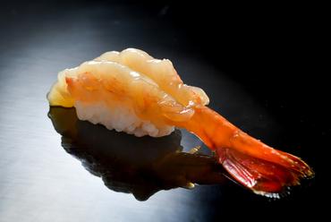 張りのある歯ごたえと甘みが楽しめる『牡丹海老づけ』
