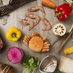 「魚介類」「牛肉」「野菜」など、そのときおいしい食材を入荷。季節感たっぷりの「恵み」を味わえます。北海道はもちろんのこと、全国から届く旬の食材を使った料理を、ぜひ賞味あれ。