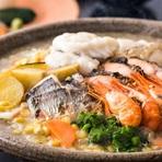 そのときおいしい食材にこだわり、季節ごとのテーマで提供されます。夏から秋は蟹会席、寒い冬は海鮮鍋コースなど。北海道の季節とともに堪能あれ。