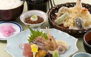 刺身5種、天婦羅盛り合わせ、小鉢 御飯、味噌汁、香の物、コーヒー