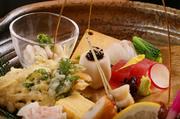土曜・日曜限定ランチ 季節の食材をちょっとずつ盛り込んだ土・日限定おすすめランチ。 気軽に本格和食をご堪能いただける人気メニューです。多彩なお料理がひと皿に。コスパ抜群の週末ランチ。