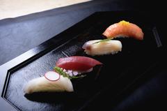 本格職人が握るお寿司が付いて、お手頃に会席を満喫。造り・煮物・焼物・寿司6貫・甘味等全8品。