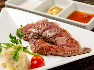 鮮度と品質の良さは折り紙付き「近江牛」と「京赤地鶏」
