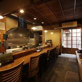 昔ながらの木造づくり。落ち着いた空間で、ゆったり食事を満喫
