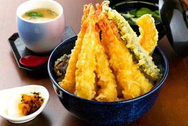プリプリ食感がたまらない『<ランチ>海老天丼セット』