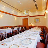 白を基調とした優雅な個室は、最大20名様まで入室可能