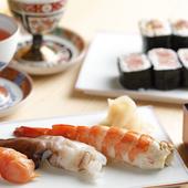 旬な厳選素材を使った逸品料理の数々。旬の食材を堪能するコース『おまかせコース』