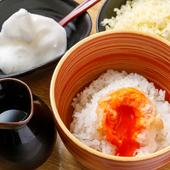 卵黄の天ぷらを絡めていただく『特選たまごかけご飯』