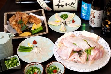 三年とらふぐをさまざまな料理で味わうことができる『あじ平 上コース』(写真は2人前)