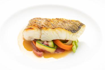 旬の食材を使い素材のおいしさを楽しめる『季節のお魚料理』