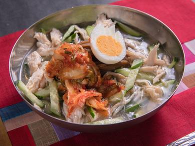 本場の味わいを楽しめる。料理長の一押し『江南特製冷麺』