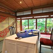 特別な日の会食にふさわしい、洗練された座敷