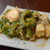 沖縄料理の定番中の定番『ゴーヤチャンプルー』