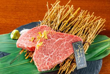 お口のなかでとろける和牛ならではの至高の味わい。牛一頭から600gほどしかとれない『シャトーブリアン』