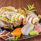 どんな魚をいただけるかは、その日の仕入れ次第。旬の魚介類をたっぷりいただける『お造り盛り合わせ』