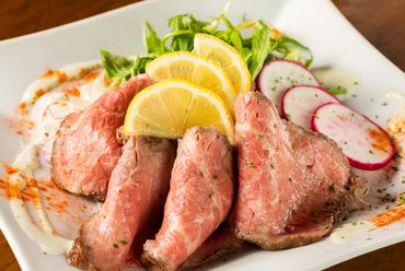 しっとりとした食感がたまらない『和牛イチボのローストビーフ』