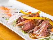広島県のブランド牛「なかやま牛」の希少部位であるイチボを使用。表面を強火で焼き、真空の低温調理でじっくりと焼き上げられたお肉は旨味抜群です。特製のおろしソースとバルサミコを合わせてどうぞ!