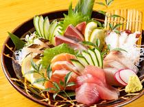 店主が自分の目で厳選した新鮮な食材を堪能できる『お刺身の盛り合わせ』
