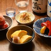 あれこれ楽しめる小鉢メニュー。和食の定番が揃った『季節のおばんざい』各種
