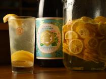 『自家製レモン酎ハイ』580円 自家製レモンシロップ使用
