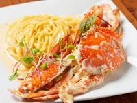 定番のメニューと本日オススメ食材でつくった前菜の華やかな盛り合わせ。ボリュームもたっぷりで、ワインのお供に最適です。※オーダーは2人前からとなります。