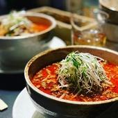 しびれる辛さと旨みを堪能できるスープが自慢『坦坦麺の軌跡』