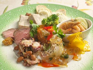 旬食材のさまざまなイタリア料理をひと皿に盛り込んだ『旬の食材のスペシャル前菜盛り合わせ』