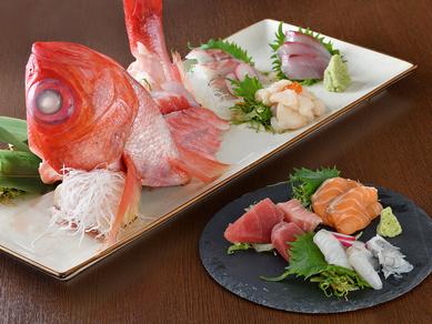 鮮度抜群!北海道を中心に各地から旬の魚介を厳選『お造り盛合せ』