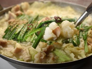 コラーゲンたっぷり。濃厚スープでいただく『鶏白湯ちゃんこもつ鍋』