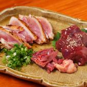 新鮮な京赤地鶏の刺身『朝引き鶏のタタキとモモと心臓のお刺身盛合せ』