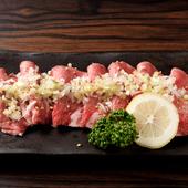 炙れば染み出る肉汁をたっぷりのネギと味わう稀少な『黒毛和牛上タン』