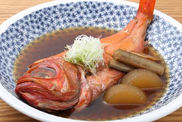 ホッとできる一品。ご飯にも日本酒にもよく合う『金目鯛の煮付け』