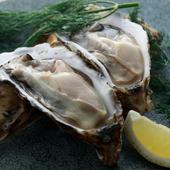 そのときどきでおいしい産地のものを厳選。ソムリエが選ぶワインとのマリアージュに感動必至の『生牡蠣』