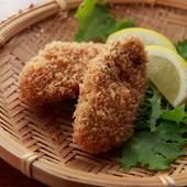 サクッと揚がった牡蠣は旨みが凝縮。ワインに合わせて自家製の調味料でいただく『自家製牡蠣フライ』