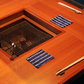 全テーブルにある囲炉裏。目の前で焼き上がる様子を愉しめる