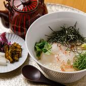 真鯛の刺身を和風出汁か緑茶でさっぱりと『お茶漬 真鯛刺身』