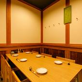 テーブル席は6人掛け。仲間との集まりや飲み会などにどうぞ