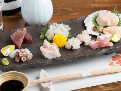 旬の鮮魚に舌鼓。料理人の腕と目利きが光る『お造り盛り合わせ』
