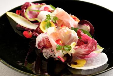 色鮮やかな季節のサラダ『十数種類のインサラータ・アルテ』