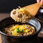 土鍋で生米から炊き上げる特製『鶏飯』